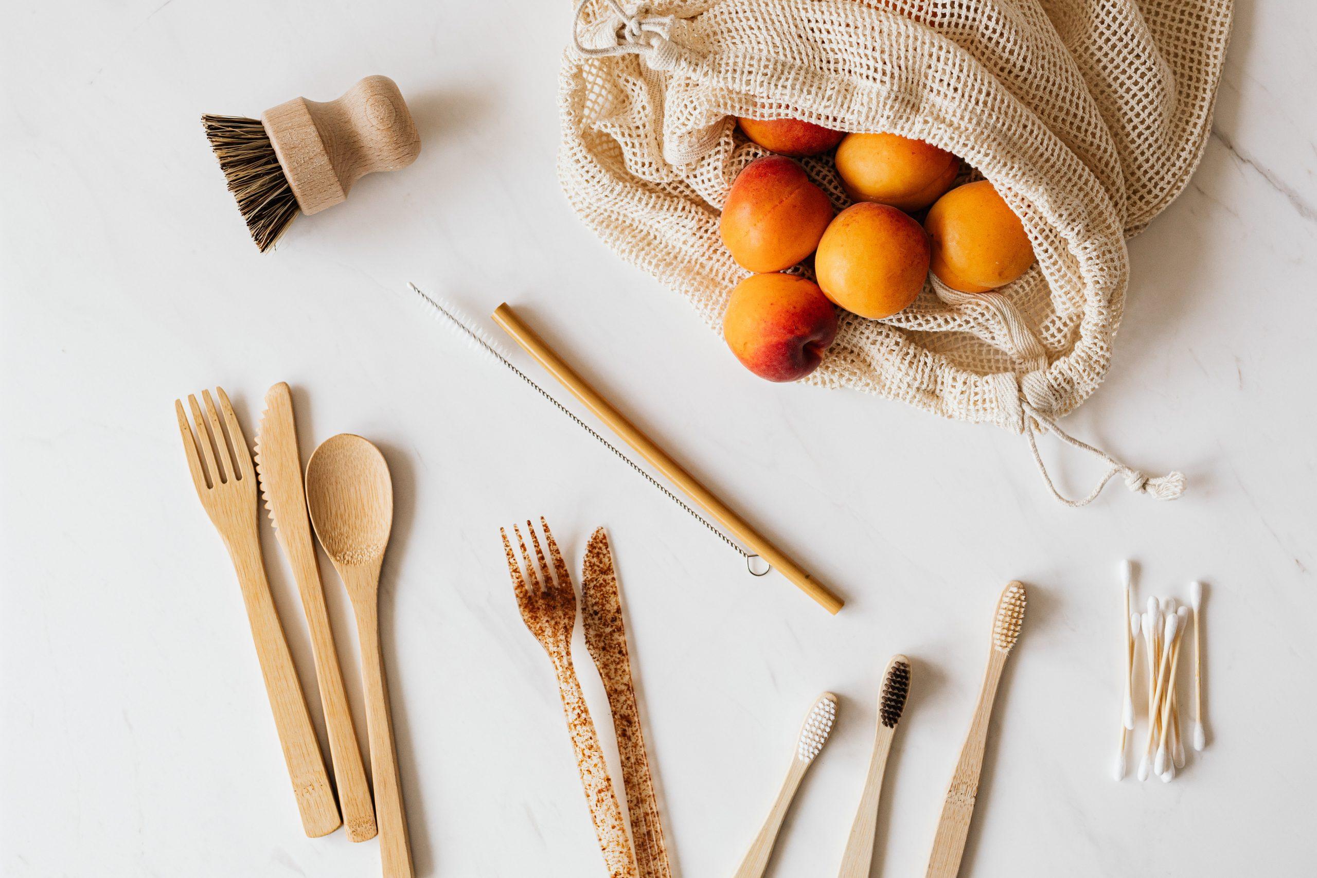 eko praktyki - wielorazowa torba na zakupy, drewniane sztućce