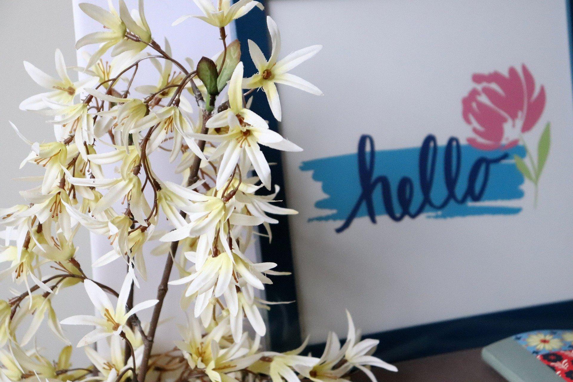 pierwszy dzień wiosny - kwiaty, powitanie, kolorowy napis